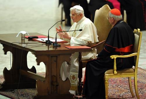 Benedetto XVI incontra il clero romano. Foto (C) SIR